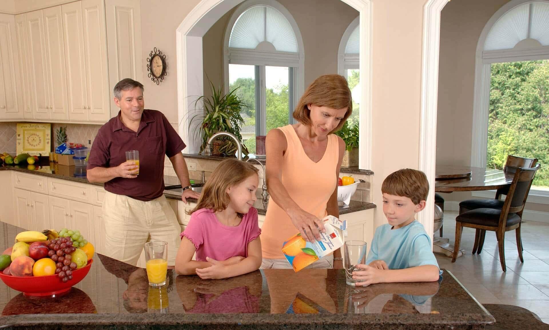 UNIVERSUL FAMILIEI